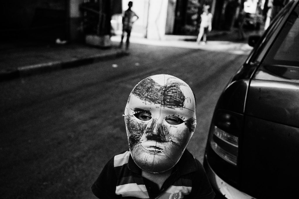 Naba'a, Beirut, Lebanon, September 2017: A masked child plays on the street © Naba'a: 100 years of exilesEscaping wars and persecution, generations of refugees meet in a corner of Beirut © Lorenzo Tugnoli